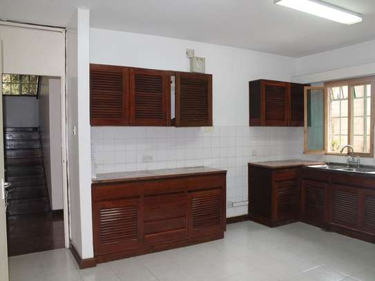 4 bedroom townhouse for rent in Muthaiga Area image 5