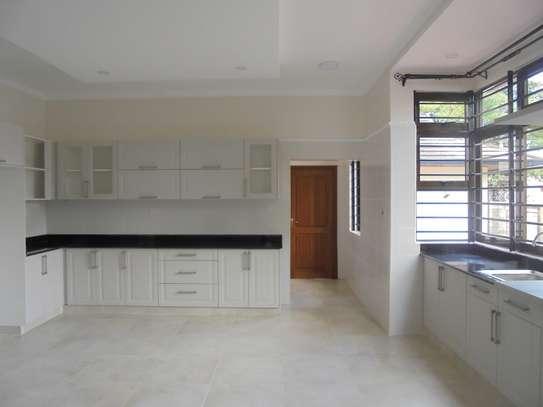 6 bedroom house for rent in Runda image 10