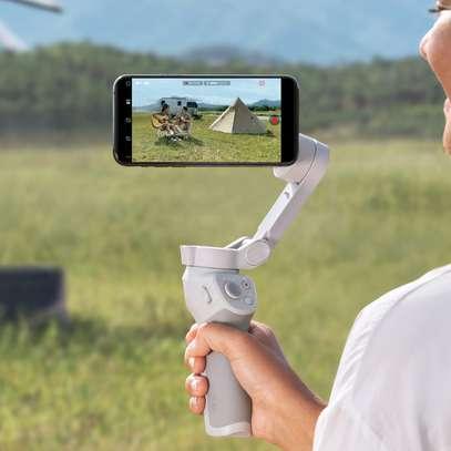 Dji Osmo mobile 4 smartphone gimbal image 2