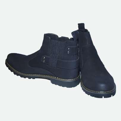Black cacatua boot. image 3