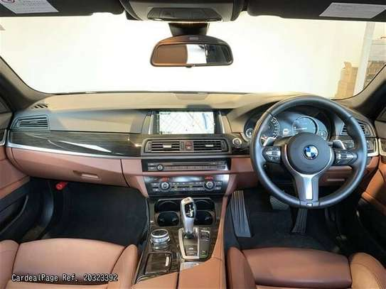 BMW 5 Series image 3