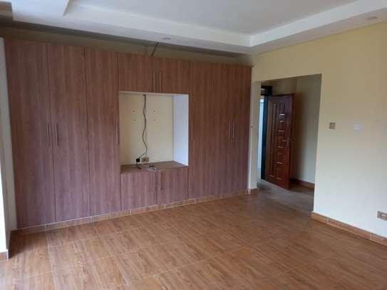 4 bedroom villa for rent in Lavington image 9