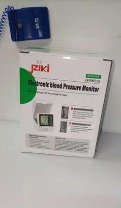 Voice intelligence Wrist blood pressure monitor image 3