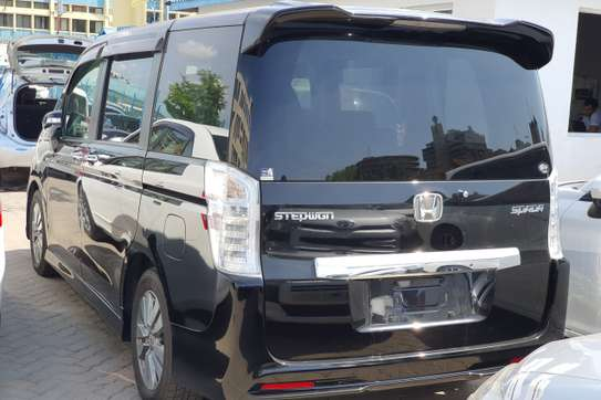 Honda Stepwagon image 3
