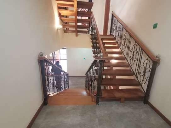 Magnificent 5 bedroom townhouse all ensuite with dsq for rent lavington area image 4