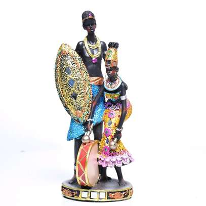 Couple standing statue image 1