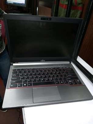 Fujitsu lifebook E734 core i5 4gb 500gb windows 10 image 2