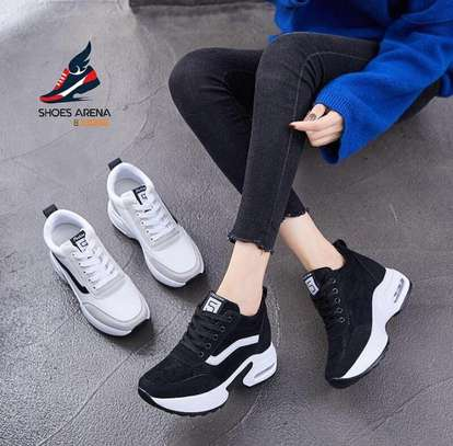 Sport shoes/Sneakers image 1