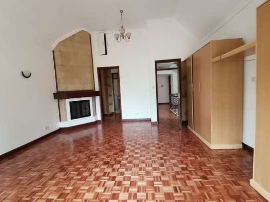 Magnificent 5 bedroom townhouse with dsq image 5