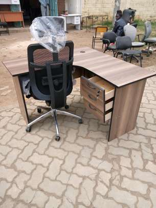 office desk l- shaped with orthopedic chair image 3