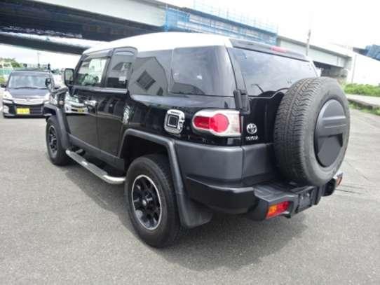 Toyota FJ CRUISER image 3