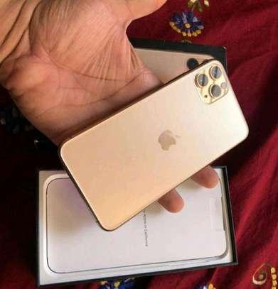 Apple Iphone 11 Pro Max Gold 512 Gigabytes image 1