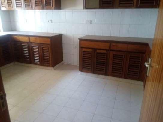 Elegant 3 Bedrooms Apartment To Let in Kilimani image 7