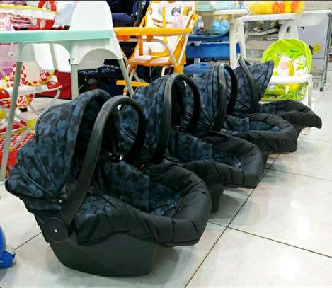 Carrycot image 1