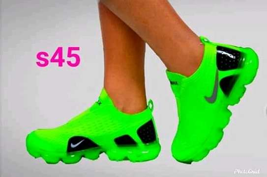 women sports shoe image 7