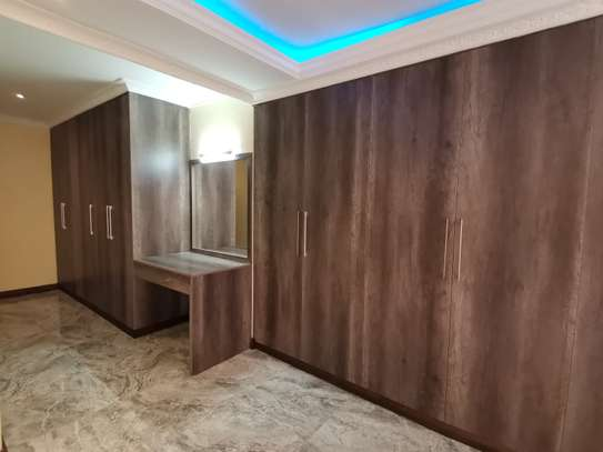 NEWLY BUILT CONTEMPORARY 4 BEDROOM TOWNHOUSE WITH DSQ image 1
