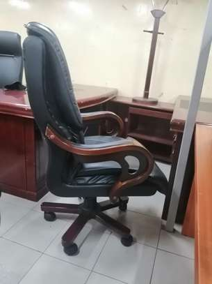 Executive high back office chair image 3