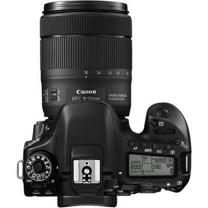 Canon EOS 80D DSLR Camera with 18-135mm Lens image 2