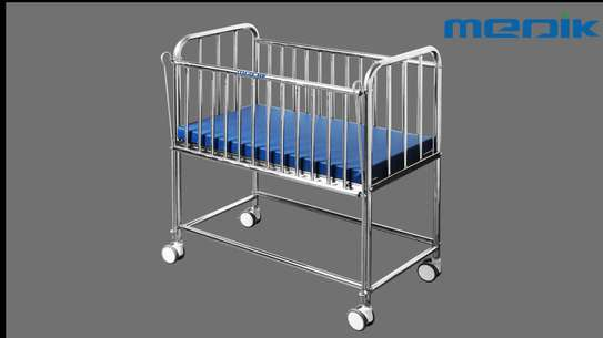 Baby hospital bed