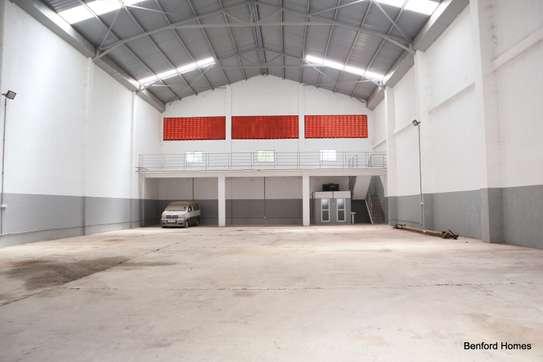 6000 ft² warehouse for rent in Mtwapa image 1
