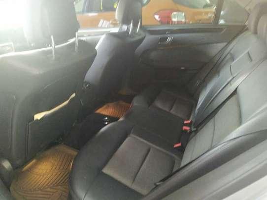Mercedes-Benz E350 image 4