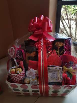 Custom Made Gift Hampers and Baskets
