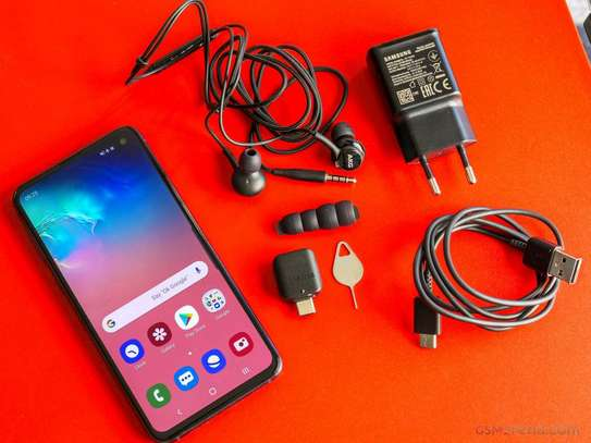 Samsung s10e brand new and sealed image 1