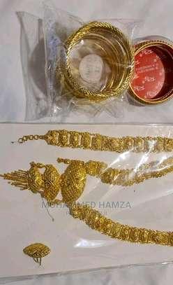 Gold colour necklace set image 3