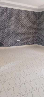 2 bedroom house to let image 2