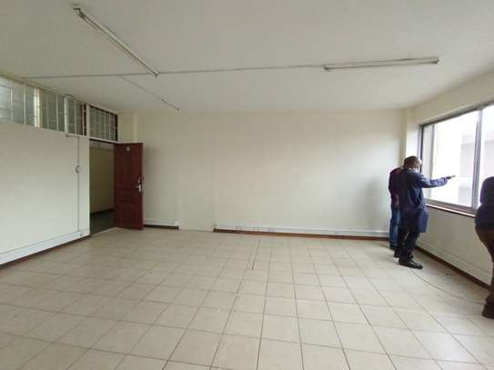 400 ft² commercial property for rent in Westlands Area image 7
