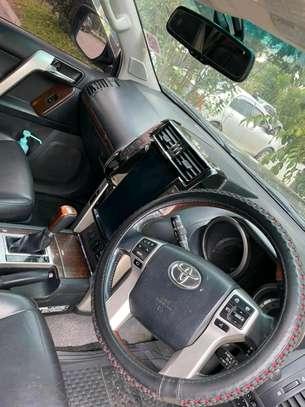 Land Cruiser Prado image 4