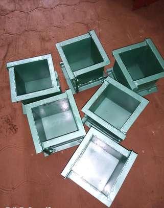 Cube test moulds