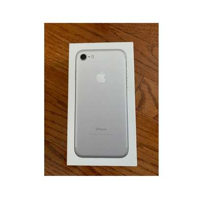 Apple iPhone 7  32 GB. Very clean ex-US. Hurry while stock last! image 2