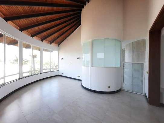 Runda - House image 20