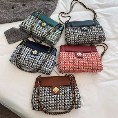 Checked chain medium sling bags. image 3