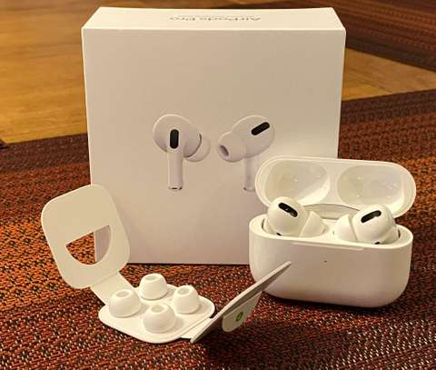 Apple AirPods Pro with Wireless Charging Case image 5