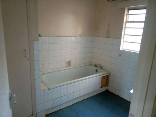 3 bedroom plus sq to let image 6