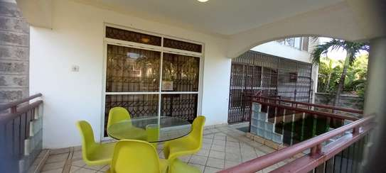 4br Furnished house with SQ for rent in Old Nyali. HR31 image 2