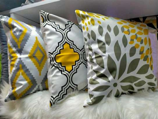 MIX AND MATCH THROWPILLOWS AND CASES image 2