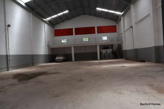 6000 ft² warehouse for rent in Mtwapa image 4