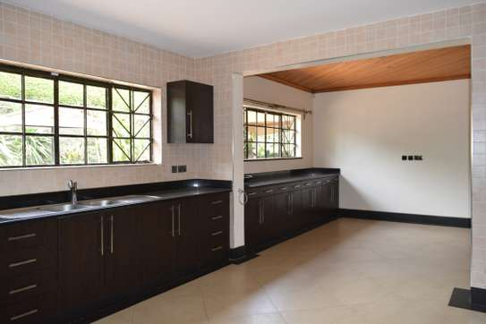 3 bedroom house for rent in Gigiri image 3