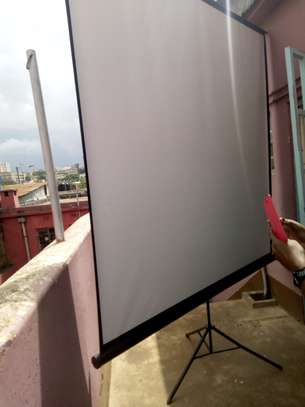 Tripod Projection Screen image 4