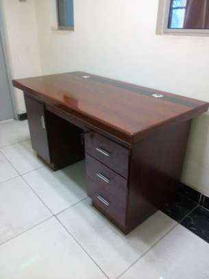 1.4m Executive office desks - for limited office space image 3
