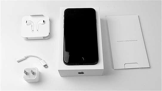 Apple iPhone 7 (256GB) image 3