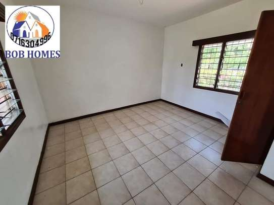 3 bedroom house for rent in Nyali Area image 11