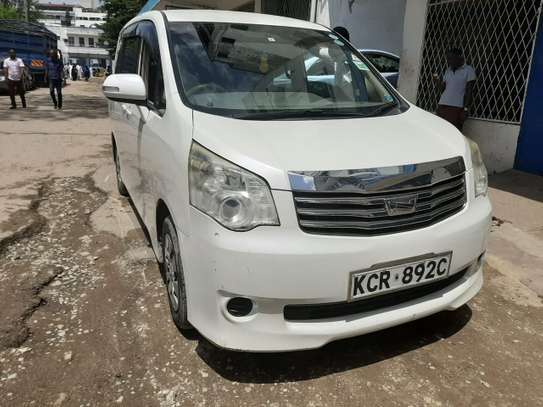 Toyota Noah 7 seater  - Very clean