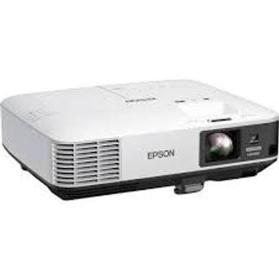 LCD PROJECTOR AND PROJECTOR SCREEN HIRE