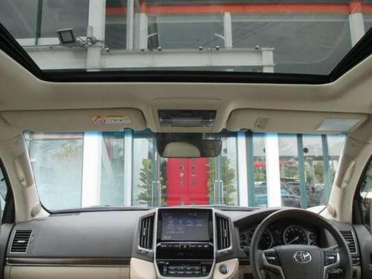 Toyota Land Cruiser ZX V8 2018 18.5M image 3