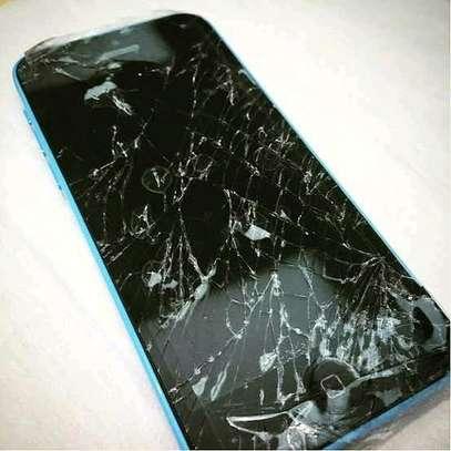 Phone Screen Replacement - Cracked Phone screen Repair image 2