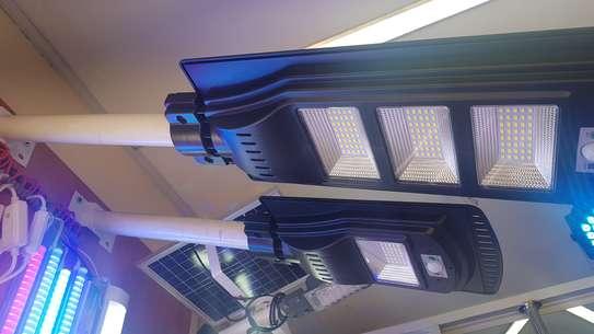 Solar streetlight 60 watts image 1